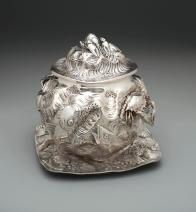 Oyster tureen with stand