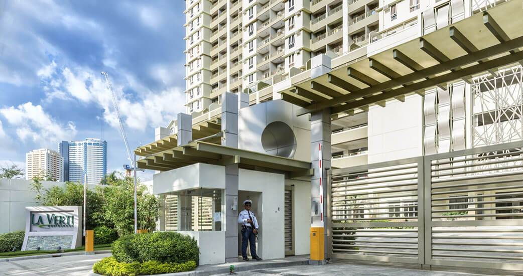 la-verti-residences-Main Entrance Gate-large
