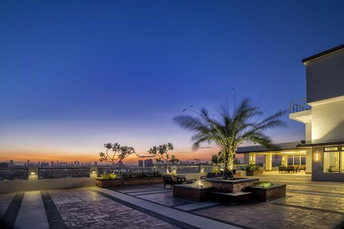 one-castilla-place-Sky Lounge-large