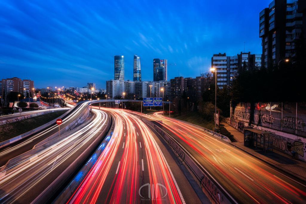madrid cuatro torres light trails
