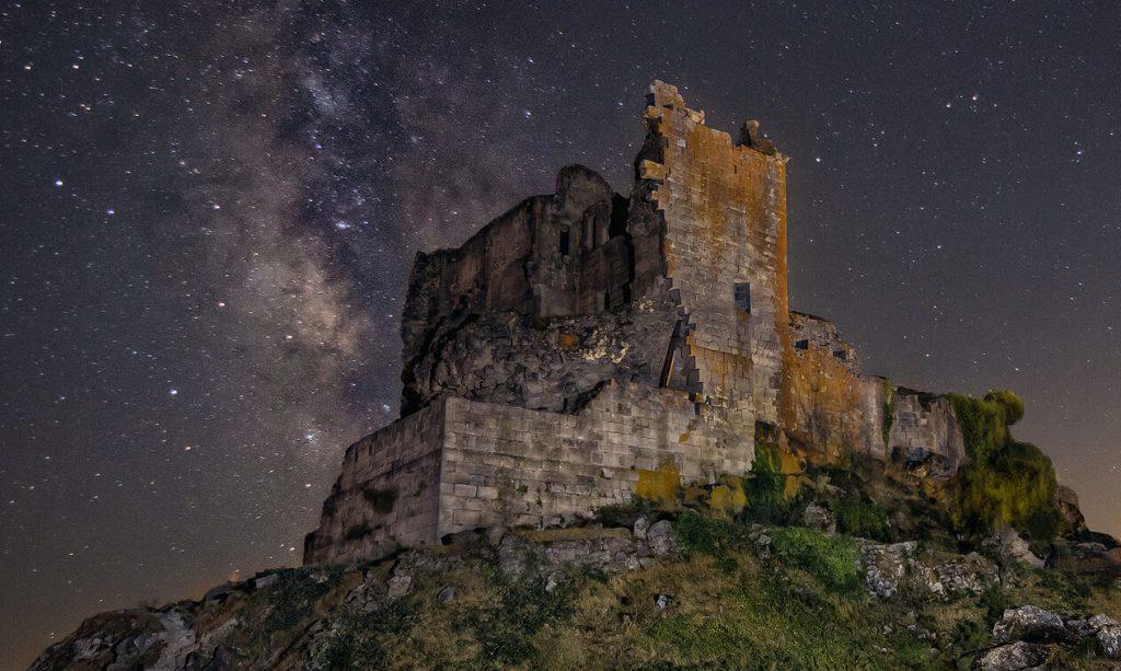Castillo de Trevejo, Señor de las estrellas y Guardián de la Luna