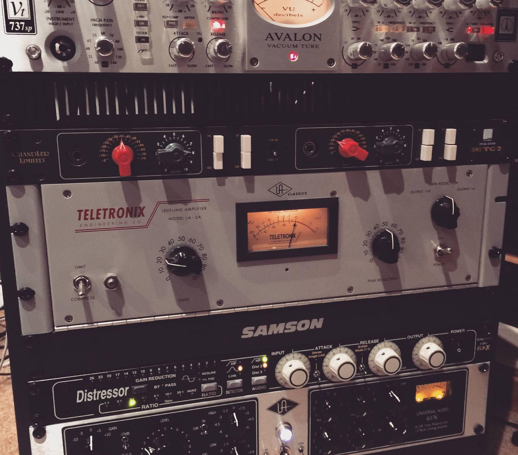 DMG Label - One99 Studios Rack