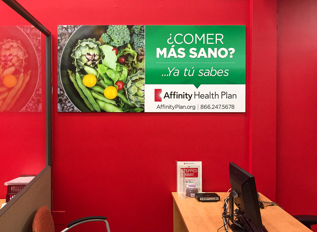 Spanish U Got This poster in a Service Center Cubical
