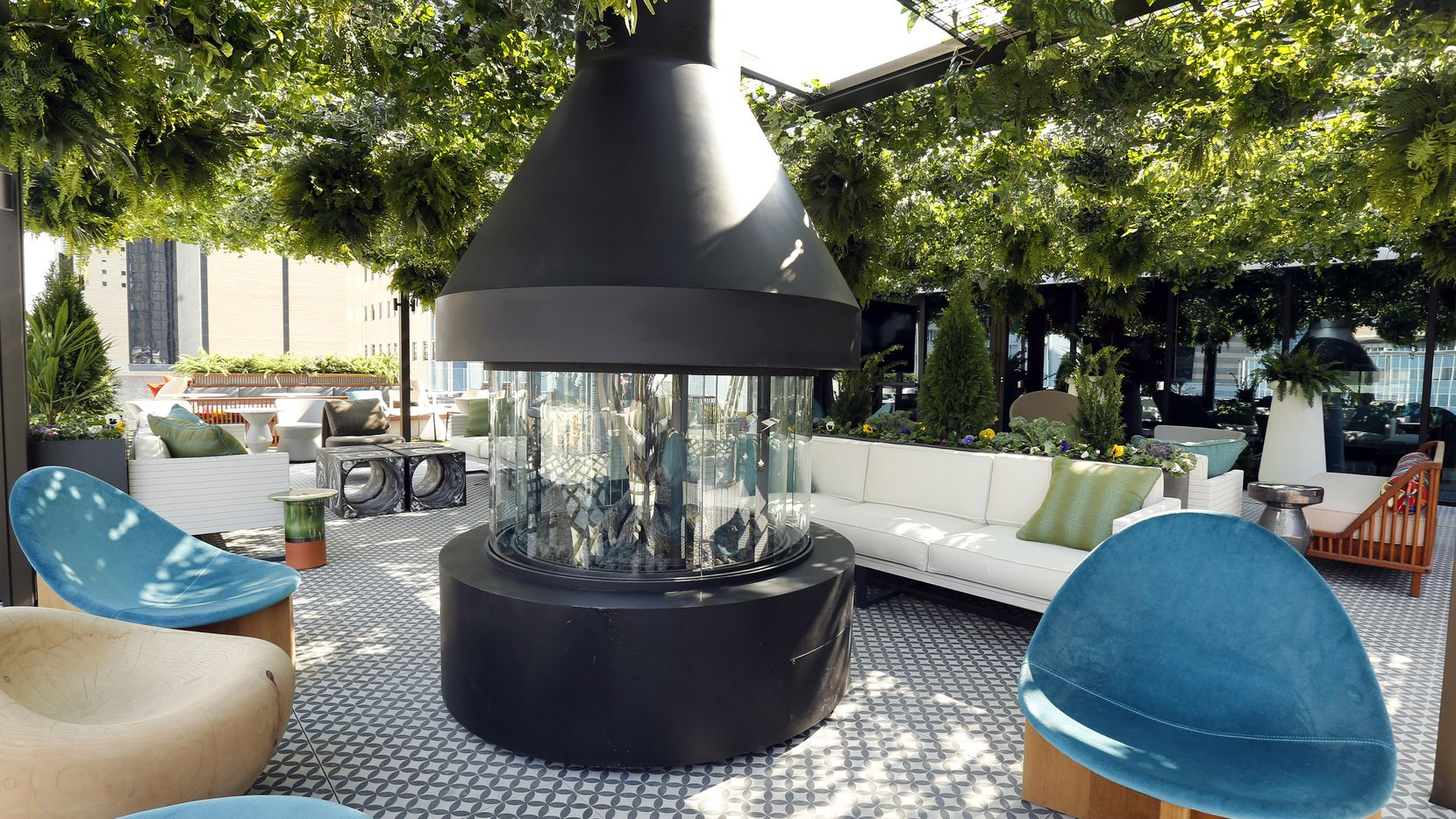 restaurants warm up their patios for