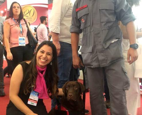 Visita fofa do dia, cachorro do corpo de bombeiros *-*