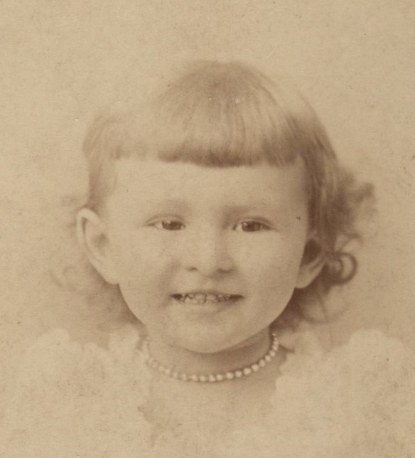 Edith as a child cropped