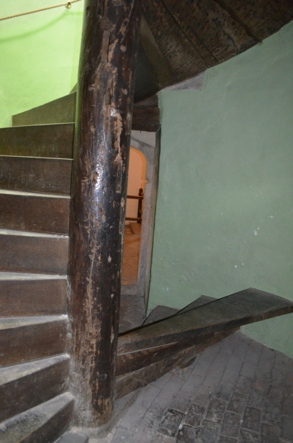 deal castle double stairs2