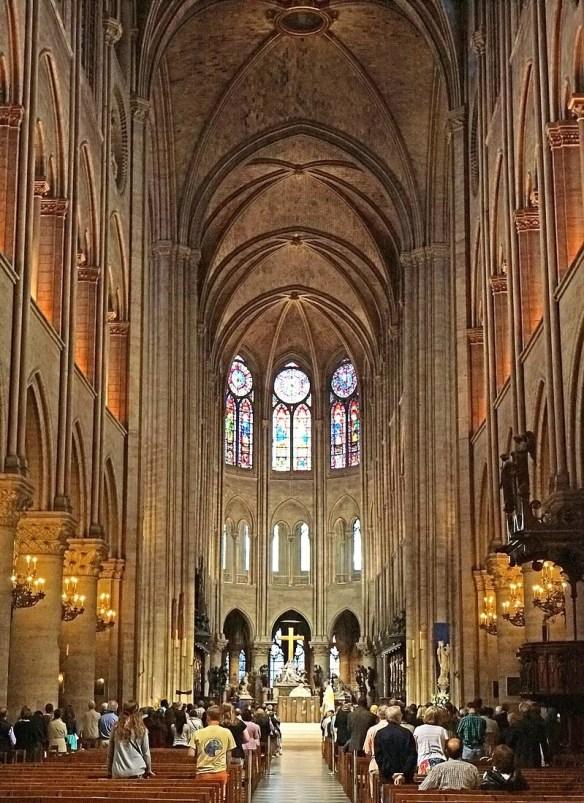 Notre Dame nave.jpg