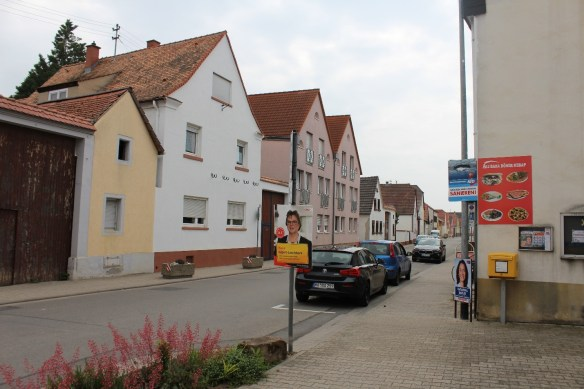 Fussgoenheim Hauptstrasse distance.jpg