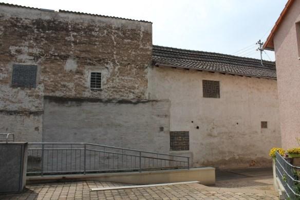 Fussgoenheim Kirsch left wall 2.jpg