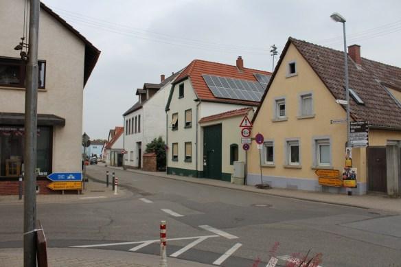 Fussgoenheim intersection Ruchheimer Hauptstrasse.jpg