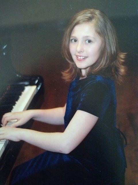 Phoebe piano professional.jpg