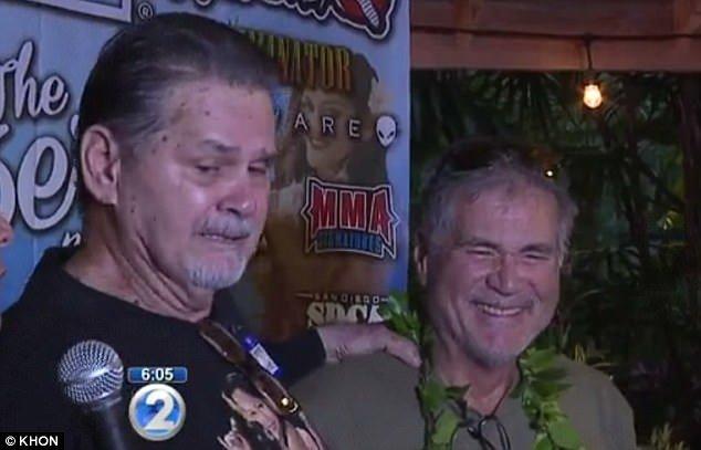 Alan Robinson et Walter Macfarlane, amis depuis 60 ans, sans savoir qu'ils étaient demi-frères