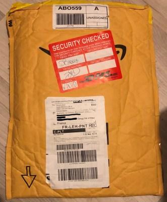 Le colis DHL de réexpédition d'Amazon m'est bien parvenu, après ouverture par les services DHL de sécurité pour vérification du contenu.
