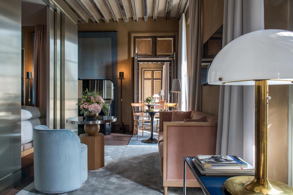 Cour des Vosges hotel Paris 1