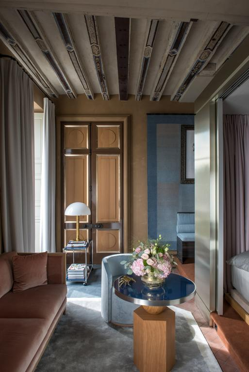 Cour des Vosges hotel Paris