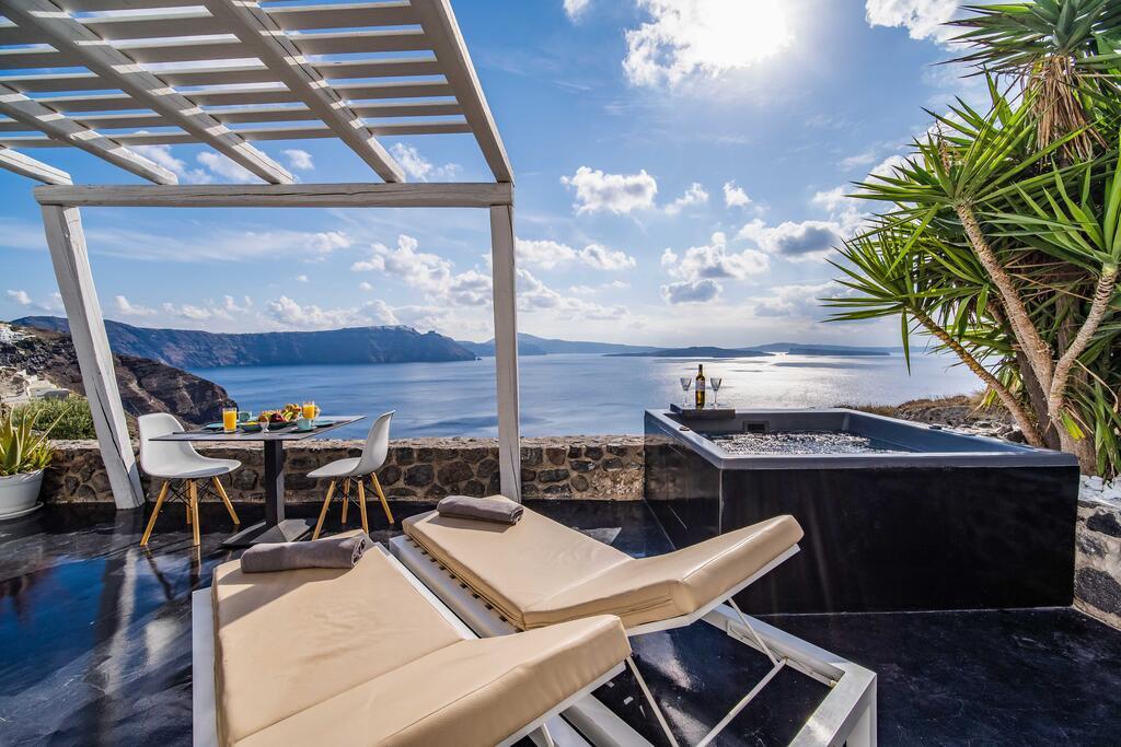Solstice Luxury Suites | Santorini