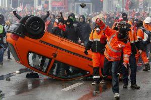 4519588_7_0dce_des-dizaines-de-milliers-de-manifestants-ont_04b787b939b2820ece7c767a6f047315