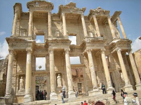 Efes-Celcius-Kitaplığı