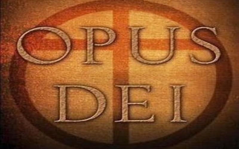 Opus Dei<br /> Организация была основана в 1928 году католическим священником Хосемария Эскрива де Балагер. С латыни название общества переводится как «Дело Божие», а занимаются там тем, что помогают обрести путь к святости без отрекания от повседневной жизни. Большинство ее членов это обычные люди: бизнесмены, рабочие, учителя, домохозяйки, которые по внешнему виду ничем не отличаются от своих коллег. И хотя организация не скрывает местоположение своей штаб-квартиры, в ее адрес поступает самая разнообразная критика. В силу закрытости сообщества некоторые католические священники считают его опасным, кроме того, с Opus Dei нередко связывают применение таких практик, которые свойственны сектам. Все это создает вокруг общества некий ореол таинственности, в силу чего его нередко приписывают к некоему секретному католическому обществу. Масло в огонь из домыслов и слухов добавил Дэн Браун, изобразивший Opus Dei в «Коде да Винчи» как тайную секту, скрывающую важную информацию.