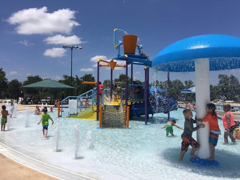 https://i1.wp.com/do512family.com/wp-content/uploads/2016/07/Cedar-Park-Splash-Pad-Pool-810x608.jpg