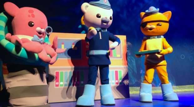 BKLK_77_featured-Image_Octonauts-Live-Operation-Reef-Shield-review_Captain-Barnacle_Kwasi_Proffesor-Inkling_underwater_childrens-stage-show-musical_puppets_Life-Like-Touring_Dad-Day-Out-672x372