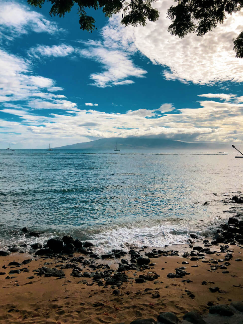 What it was like to explore Lahaina, Maui including shopping, things to do, best places to eat, and even a little trip on a submarine... #lahaina #maui #hawaii #hawaiitrip Lahaina Maui | Hawaii Travel | Maui Hawaii | Hawaii Vacation | Hawaii Honeymoon | Things to do in Hawaii | Things to do in Maui | Things to do in Lahaina | Maui Vacation | Lahaina Maui restaurants | Lahaina Maui Activities | Lahaina Maui Shopping | Honeymoon Destination | Places to Honeymoon | Best Place to Honeymoon
