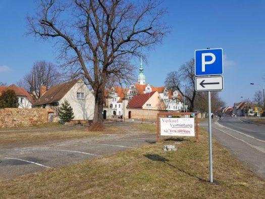 Vom Firmenobjekt zum Eingang Schloss und Klosterkirche