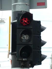 Semáforo para bicicletas con contador de tiempo restante, en Amsterdam, Holanda