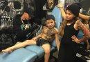 Artysta z Nowej Zelandii robi chorym dzieciom tymczasowe tatuaże