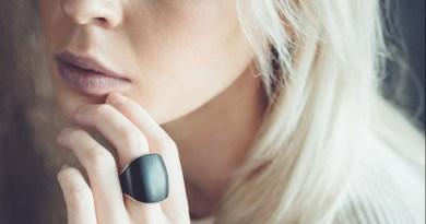 Kathy Roma i jej niezwykły pierścionek, który wezwie pomoc