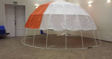 Uczniowie zbudowali planetarium ze spadochronu i rurek, teraz mają szansę pokazać je w USA