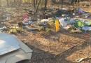Wyrzucił śmieci w lesie, rano zastał je przy domu
