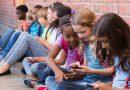 Francja wprowadza całkowity zakaz korzystania z telefonów w szkołach
