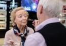 84-latek nauczył się, jak wykonać makijaż swojej tracącej wzrok, 83-letniej żonie. Chce aby zawsze czuła się piękna
