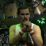 Czeski wokalista brzmi niemal identycznie jak Freddie Mercury