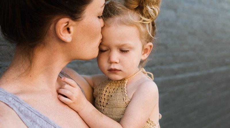 Dzieciom puszczono z głośnika bicie serca ich matki. Zobaczcie poruszający eksperyment [VIDEO]