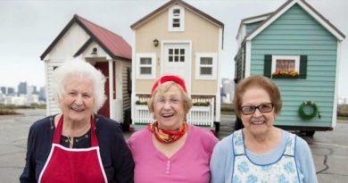 Seniorzy kupują małe domy, żeby przeżyć jesień swojego życia bez ograniczeń