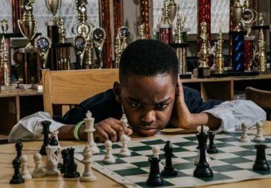 8-letni bezdomny uchodźca został mistrzem szachowym