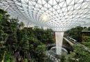 Otwarto najpiękniejsze lotnisko na świecie z gigantycznym wodospadem w środku