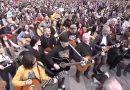 """Na wrocławskim Rynku utwór """"Hey Joe"""" Jimiego Hendrixa zagrało wspólnie 7423 gitarzystek i gitarzystów"""