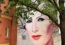 Mural z wizerunkiem Kory zakwitł na wiosnę