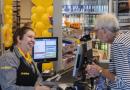 """Holenderski supermarket wprowadza pierwsze na świecie """"kasy z pogawędką"""" mające pomagać w problemach z samotnością"""