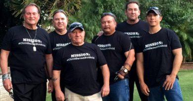 Grupa emerytowanych oficerów amerykańskiej marynarki wojennej ratuje dzieci przed handlem ludźmi