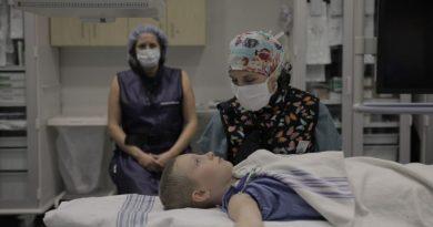 Szpital dziecięcy w Montrealu używa medycznej hipnozy, żeby zmniejszyć lęk i ból małych pacjentów