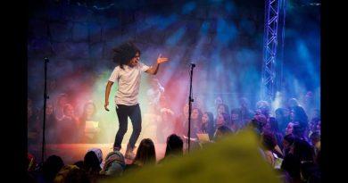 Tysiąc nieznajomych – Chrześcijanie, Żydzi, Muzułmanie – śpiewają wspólnie One Love Boba Marley'a