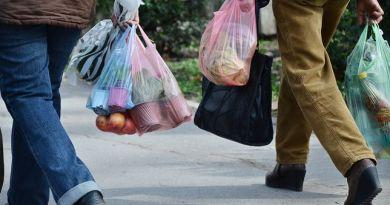 Odważna decyzja prezydenta Wałbrzycha. Pierwsze miasto w Polsce zakazuje stosowania plastiku