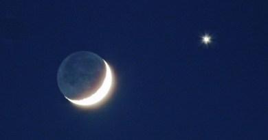 Młodziutki Księżyc spotka się z najpiękniejszą z planet. Warto spojrzeć dziś w niebo