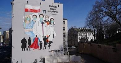 Społeczeństwo doceniło trud personelu medycznego – powstał wymowny mural w centrum Warszawy