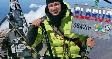 Wszedł na Elbrus na własnych rękach!  Film ze szczytu poruszył bardzo wielu ludzi